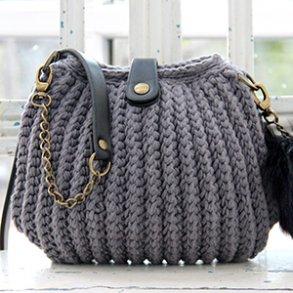 Crocheted handbags, trays & baskets